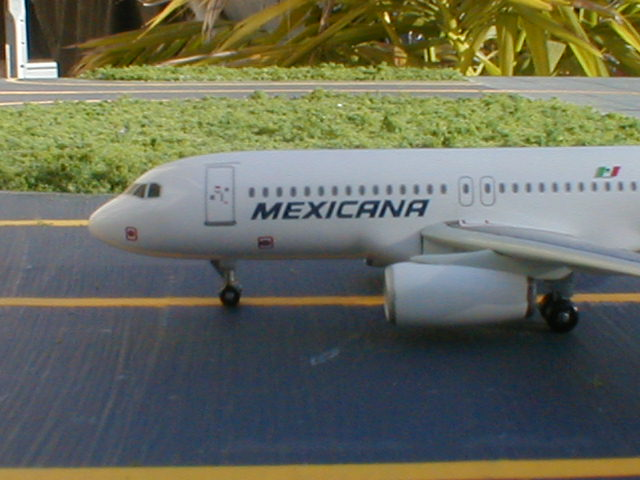 Mexicana A320 makes an emergency stop but all is well and the flight continues to Panama City as planned.