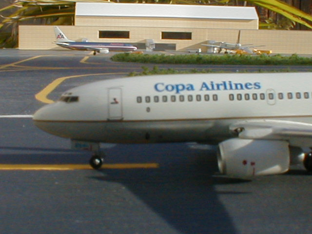 Copa 737-700 arrives from Managua.